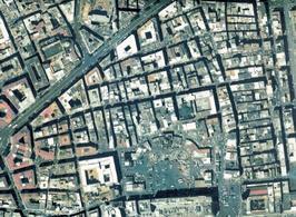 Napoli, Foto zenitale dell'area di piazza mercato e del Rettifilo (Corso Umberto) (da T. Colletta, Napoli città portuale e mercantile…, 2006).
