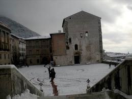 Gubbio. La piazza dei consoli (foto dell'a.2008).