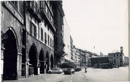 Genova. La Ripa maris in una fotografia del Novecento. (da T. Colletta, Napoli città portuale e…, 2006).