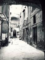 Napoli. Fondaco Melofioccolo nella città bassa portuale oggi in via sedile di porto ( foto dell'a. 2002).