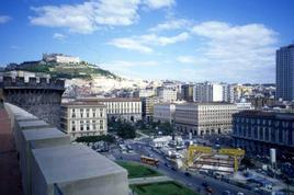 Napoli. Lo scavo della Metropolitana Linea 1 a piazza Municipio dalla terrazza di Castelnuovo. (foto dell'a.2003)