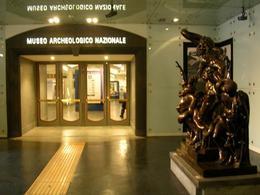 Napoli. L'ingresso al nuovo Museo con le scoperte degli anni 2000 alle stazioni della Metropolitana, Linea 1. (foto dell'a.2007)