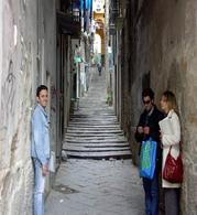Napoli, i Gradini del Pennino a Santa Barbara da piazza della Borsa a Via Banchi nuovi ( foto dell'a. 2006)