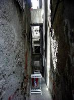 Napoli. I gradini della piazzetta di porto. (foto dell'a,2005)