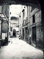 Napoli. Fondaco Melofioccolo a via Sedile di porto nella città bassa(foto dell'a. 2004).