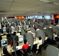 Operatori di un call center. Fonte: Flickr