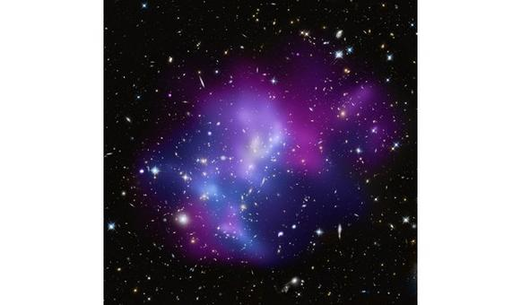 Distribution of hot gas (blue) and cool gas (red) in massive galaxy cluster MACSJ0717. Credit: NASA/Chandra.