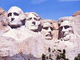 Il monte Rushmore commemorativo dei 4 più famosi presidenti americani. Fonte: Wikipedia