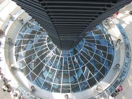 La cupola del Bundestag. Fonte: Wikimedia Commons