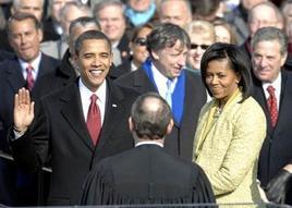 Barak Obama Giura delle mani del giudice Roberts