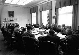 Il Presidente Kennedy alle prese con la crisi cubana. Fonte: Jfklibrary