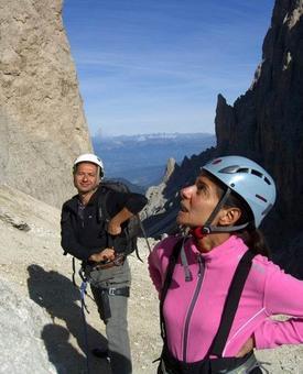 Attacco dell'arrampicata alle Cinque Dita,  5º grado: Colfosco, estate 2008, interpreti Giovanna e Carlo, e un grazie a Flavio per averci iniziato a questa bella cosa.