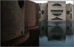 L. Kahn, Edificio dell'assemblea nazionale a Dacca, Bangladesh, 1974