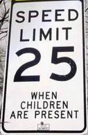 Limite di velocità negli USA, in presenza di scuole.