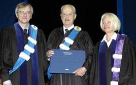 Doctorat honorifique décerné au Frère Untel, Jean-Paul Desbiens, Montréal, le 16 octobre 2004