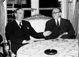 Il primo ministro francese Guy Mollet e quello inglese Anthony Eden in un incontro del 1957