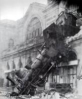 Figura 10.1 Effetti di un urto violento tra un treno in velocità ed una parete fissa (immagine da: Wikimedia).