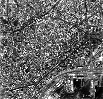 Immagine fotografica zenitale del centro storico della città di Napoli