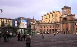 Piazza Dante a Napoli vista verso Port'Alba