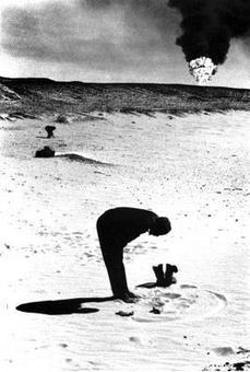 Marc Riboud, Preghiera di un ingegnere, Arabia Saudita, 1974