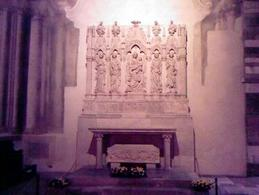 ALTARE: il sacro, le statue, l'ambiente, tre ottiche. Chiesa di San Giovanni a Carbonara, Napoli.