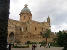Cattedrale di Palermo: c'è tutto, nella presenza. Fonte:  Wikipedia