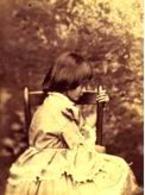 Questa è la foto di Alice Lyddell, la bimba del mondo delle meraviglie. Fonte: I miei libri.it