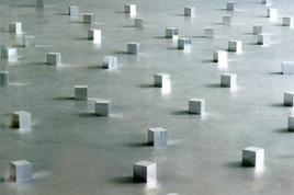 Aluminium Cloud, 144 cubi di alluminio 10×10x10 cm, Carl Andre