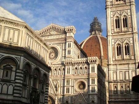 Scorcio della cupola di Santa Maria del Fiore dalla piazza del Duomo