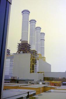 Generatori di vapore a recupero in costruzione. Immagine da Wikimedia commons