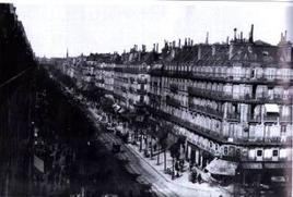 """La città ottocentesca: Parigi, Boulevard De Sébastopol. Fonte Prof.ssa S. Menichini, Università di Roma """"Sapienza""""."""
