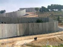 """Israeli West Bank Barrier"" – ""Jidār al-faṣl al-ʿunṣūrī"" (racial separation barrier), 700 km, Palestine, 2003 onwards. Source: BlogSpot"