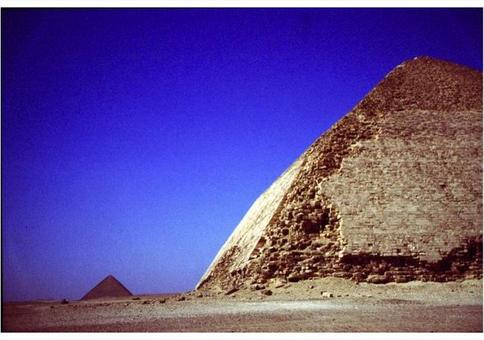 Double-sloped Pyramid and the Red Pyramid, around 2,500 B.C., Dahshur (Egypt). Photo by Corinna Rossi.