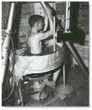 Ecotomografia con apparecchio Panscanner: la sonda immersa nell'acqua ruota intorno al paziente. Fonte: Ob-ultrasound