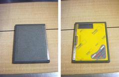 Cassetta radiografica: a sinistra, il lato che si espone ai raggi X; a destra, il lato coperchio