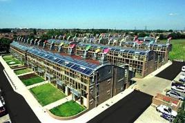 Quartiere Bedzed a Londra. Sono state sperimentate varie tecniche di riduzione dell'energia. Fonte: BioRegional
