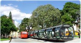 Fermata dell'autobus di Curitiba. Fonte: Luciana Ferla