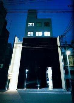 Comme des Garçons, negozio di Kyoto, vista notturna della facciata