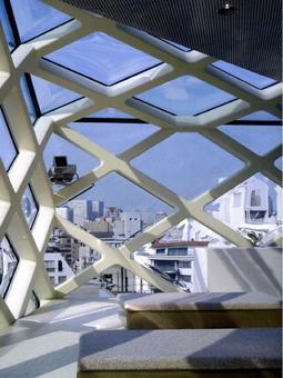 Prada epicentro, Tokyo, 2003, Arch.tti Herzog & De Meuron. Particolare di un interno