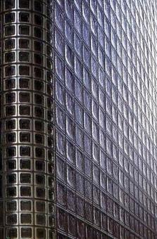 Maison Hermes, Tokyo, 2001, Arch. Renzo Piano. Particolare della facciata in mattoncini di vetro quadrati