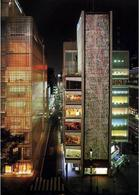 Maison Hermes, Tokyo, 2001, Arch. Renzo Piano. A sx: visione notturna
