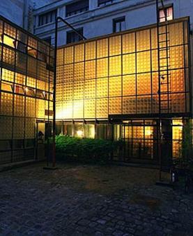 Maison de Verre, Parigi, Arch. Charreau 1927/1931 L'uso del vetro e del ferro in facciata