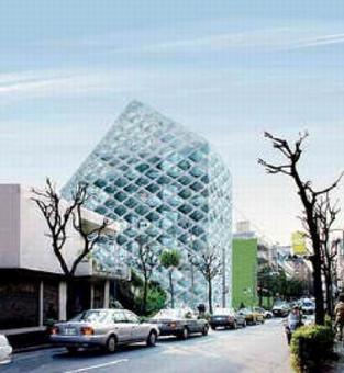 Prada epicentro, Tokyo, 2003, Arch.tti Herzog & de Meuron. Inserimento dell'edificio all'interno del quartiere Aoyama di Tokyo