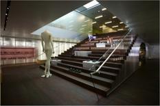 La scalinata in legno di collegamento al piano rialzato
