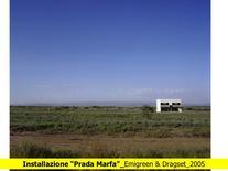 Prada Marfa nel contesto del deserto del Chihuahua