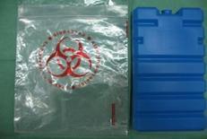 """In alternativa ai contenitori illustrati nell'immagine precedente si può utilizzare un """"siberino"""" preraffreddato in congelatore e posto in un sacchetto per il trasporto di campioni biologici vicino alla biopsia muscolare."""