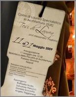 Locandina della mostra allestita a Palazzo Gravina, maggio 2009. Creazione ed elaborazione grafica di Salvatore Perrucci. Fonte: Pagliano A., Fridericiana 2009