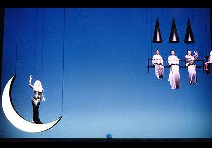 O corvo branco, scene di Bob Wilson, Lisbona, Teatro Camões 1998. Fonte: foto di Javier del Real, Archivio Peroni S.p.A.