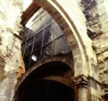 Monastero di Santa Maria de Carracedo. Vetrata terminale della navata della chiesa