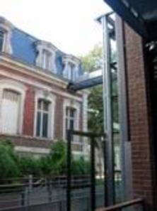Evreux, Mediateca, passerella di collegamento tra il corpo nuovo e quello esistente